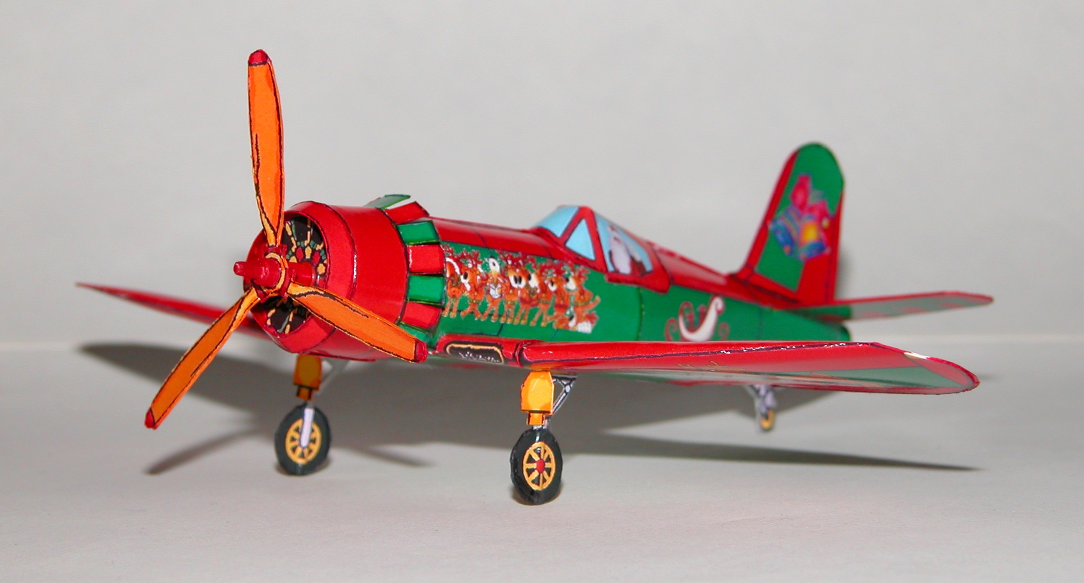 holiday corsair airplane downloadable paper model